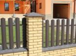 Забор из металлического штакетника на ленточном фундаменте