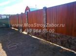 Комбинированный забор из профнастила под дерево и камень, цена 1600 руб/мп
